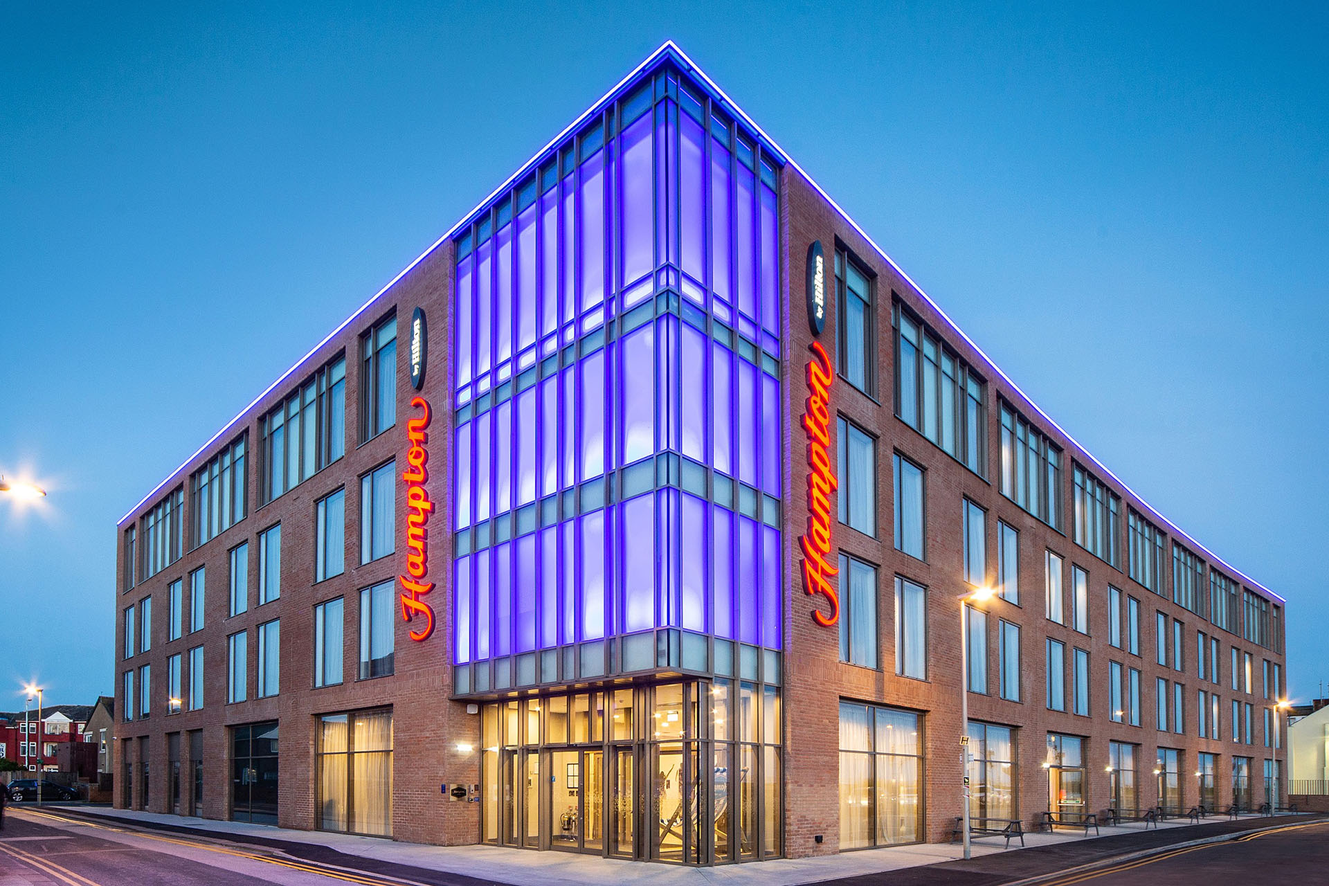 hampton hilton commercial glazing